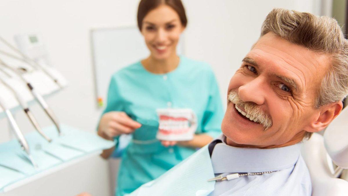 come pulire impianto dentale
